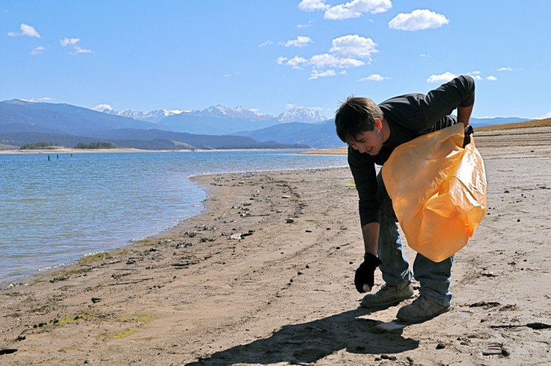 Image: Removing litter along Lake Granby, located in the Arapaho and Roosevelt National Forests in Colorado. Photographer: Myra Sommerville